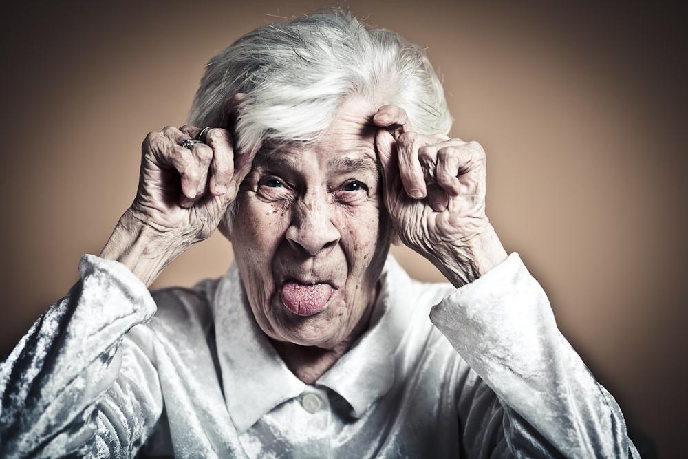 Oma Weiß, Wie Man Sich Hinhockt
