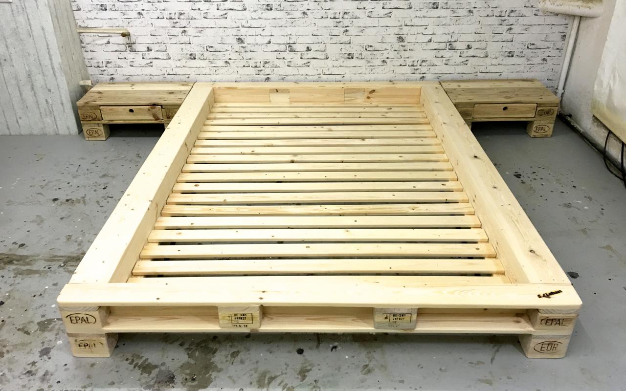 Bett aus holzpaletten  Palettenmöbel Futonbett 'New York' ohne Kopfteil by SL LOFTART ...
