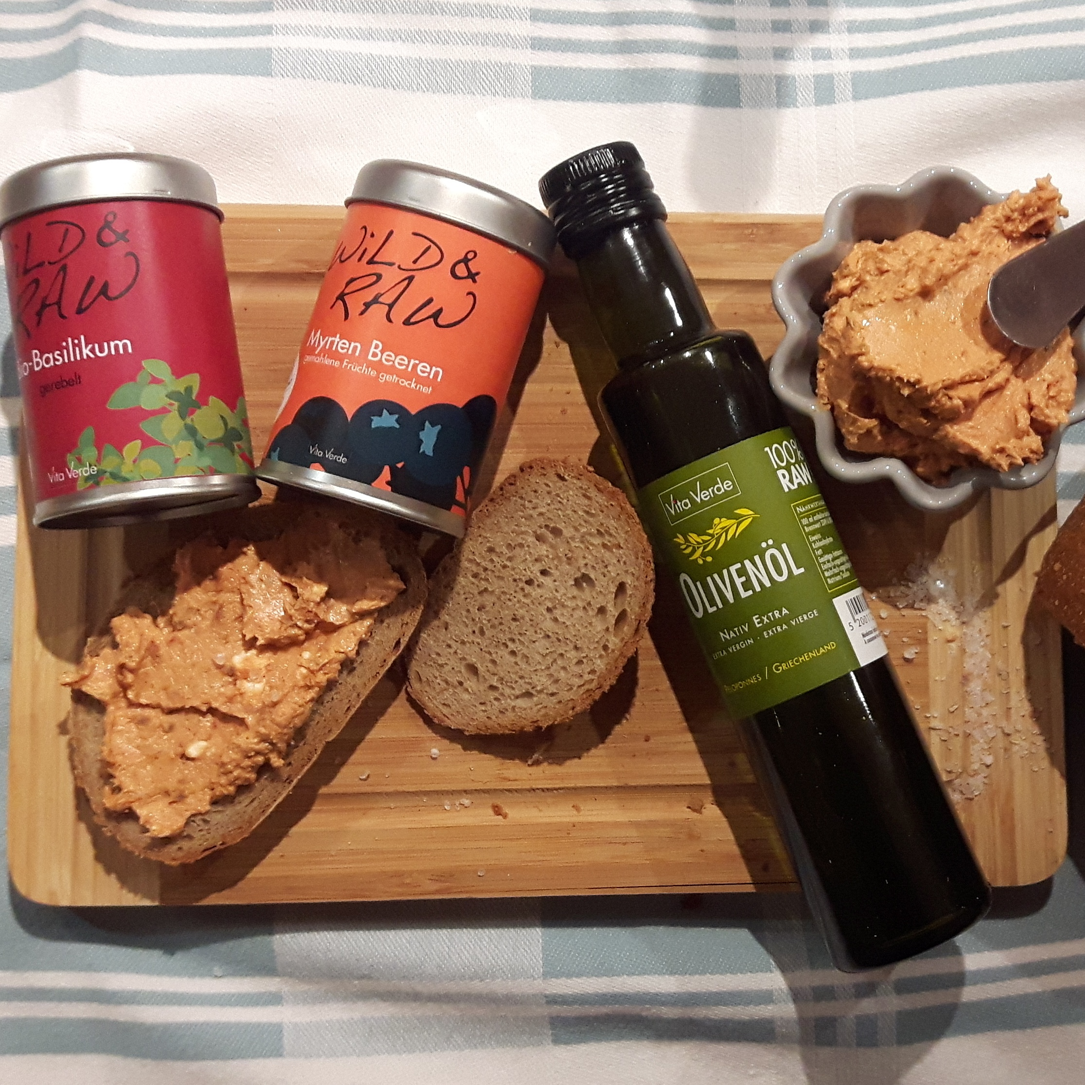 vita verde instagram  yvonne oelsner  brotauftrich rezept   bloggerin rezept  planetbox  du entscheidest   olivenöl  köln  hamburg  berlin  rohkost rezept
